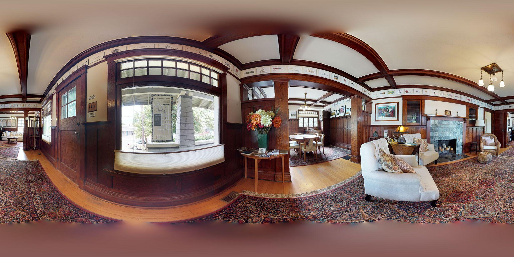 Verschaffen Sie sich einen umfassenden 360-Grad-Überblick über den Grundriss und die Ausstattung dieses Objekts.