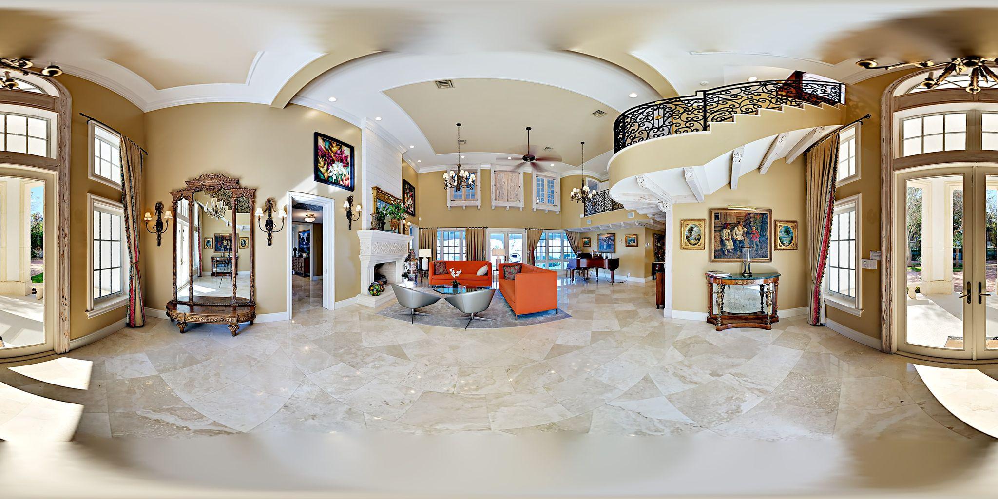 Ta en närmre titt i 360 grader på bostadens planlösning och bekvämligheter.